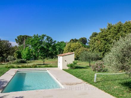 Villa piscine priv e a la campagne rognes bouches du for Location vacances bouches du rhone piscine
