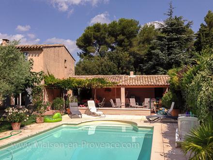 Villa piscine priv e 10 km du centre d 39 aix en provence for Location vacances bouches du rhone piscine