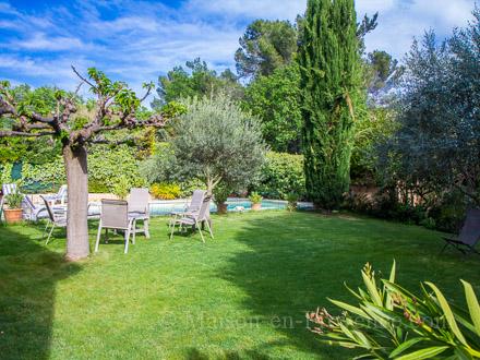 Villa piscine priv e 10 km du centre d 39 aix en provence for Piscine venelles