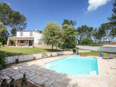 Maison en provence villa cabri s bouches du rh ne for Location vacances bouches du rhone piscine