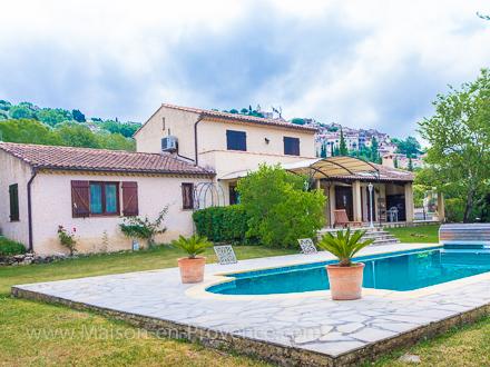 Villa piscine priv e pr s du village de fayence for Location maison avec piscine gorges du verdon