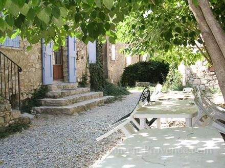 Provençal stone-built detached house in Caseneuve