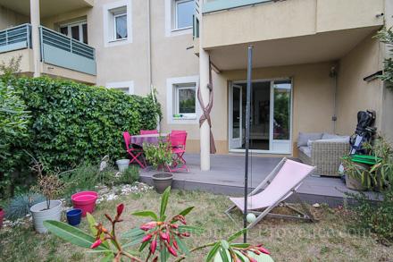 Appartement piscine a 25 minutes pied du palais des Entretien jardin villeneuve les avignon