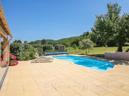 Villa piscine priv e accessible au village pieds for O piscines de martin saintes