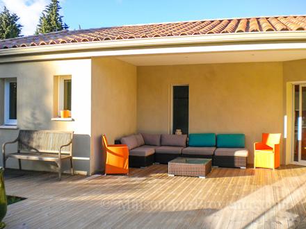 Maison en provence villa uz s gard disponibilit s et for Piscine depot uzes