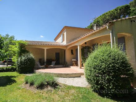 Villa piscine priv e saint savournin bouches du for Location vacances bouches du rhone piscine