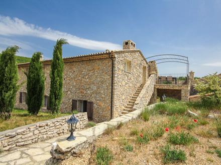 Mas en pierre piscine grande propri t avec piscine et for Location alpes de haute provence avec piscine