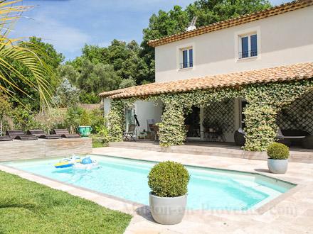 Villa piscine priv e a 5 minutes du village for Soleil piscine montauroux