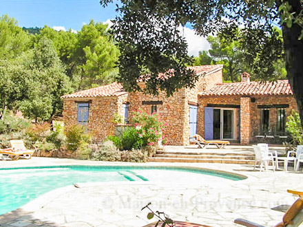 Maison en provence locations de vacances dans le var 83 for Villa piscine sud france