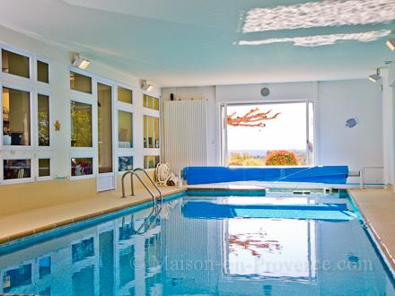 villa piscine priv e entre luberon et verdon piscine interieure chauff e manosque alpes. Black Bedroom Furniture Sets. Home Design Ideas