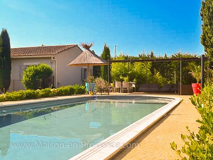 Villa piscine priv e graveson bouches du rh ne for Location vacances bouches du rhone piscine