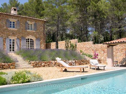 Mas en pierre piscine priv e mas en pierre au coeur d 39 un for Piscine de draguignan