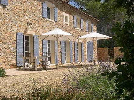 Maison en provence mas en pierre draguignan var for Entretien jardin draguignan