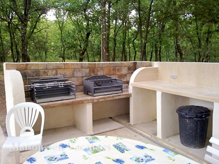 Le barbecue de la location de vacances Villa à Roussillon ,Vaucluse