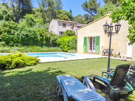 La piscine de la location de vacances Villa à Draguignan ,Var