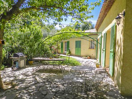 villa piscine priv e proche du centre ville draguignan var location de vacances n 230 par. Black Bedroom Furniture Sets. Home Design Ideas