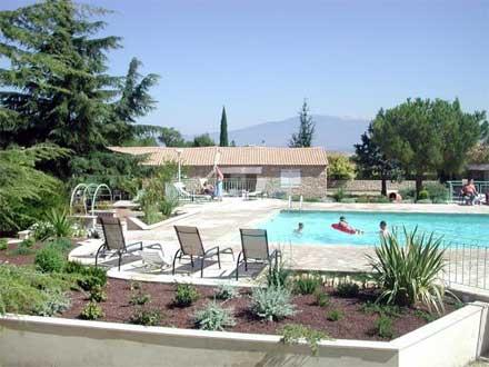 R sidence de vacances piscine 20 maisonnettes en pierres for Residence vacances ardeche avec piscine