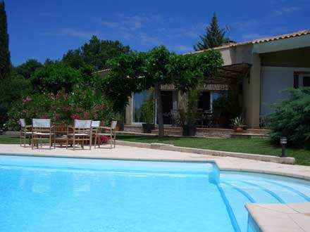 Villa piscine priv e jardin paysag venelles bouches for Piscine venelles