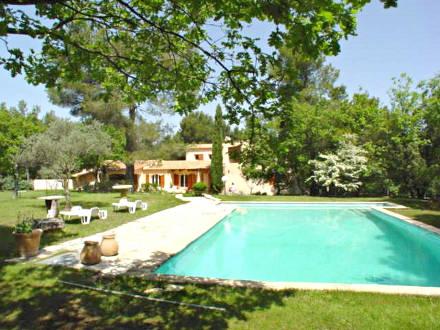 Villa piscine priv e dans une propri t priv e de 5 for Location vacances bouches du rhone piscine