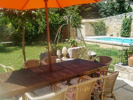 Maison de village piscine priv e propri t dans une for Piscine la fare les oliviers