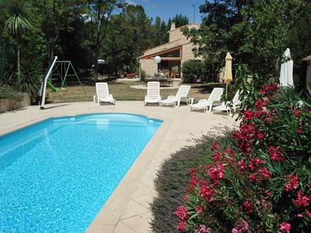 Villa piscine priv e au coeur de la provence verte for Cash piscine saint maximin