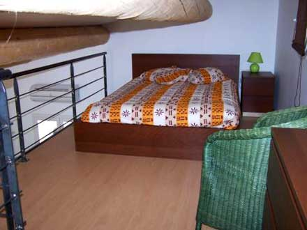 location studio guilles bouches du rh ne ref m494. Black Bedroom Furniture Sets. Home Design Ideas