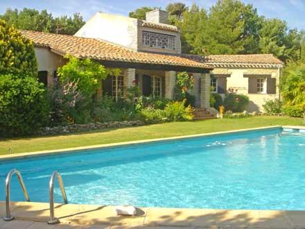 Villa piscine priv e proche d 39 aix en provence bouc for Piscine bouche du rhone