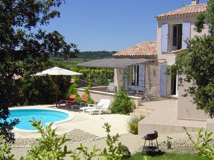 Elegant the terrace of the holiday rental villa at for Achat maison vaucluse