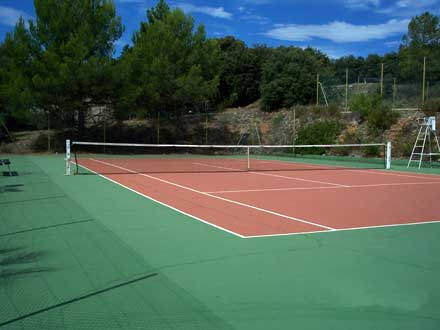 Le court de tennis de la location de vacances Villa à Seillans ,Var