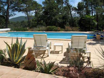 Appartement piscine sur le golf de barbaroux for Piscine de brignoles