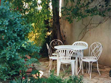 Maison en provence appartement dans une r sidence uz s for Piscine depot uzes
