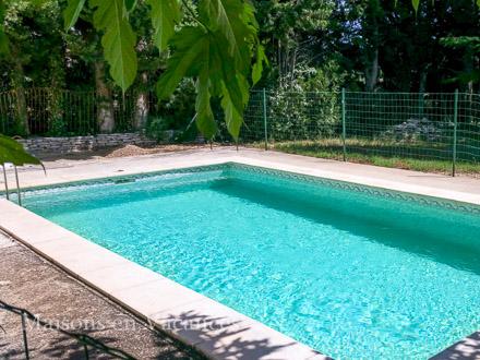 Villa piscine priv e entre l 39 isle sur la sorgue et for Piscine miroir vaucluse