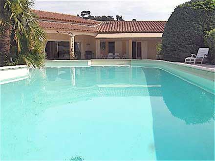 Villa piscine priv e proche des calanques marseille for Location vacances bouches du rhone piscine