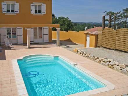 Villa piscine priv e au coeur du comtat venaissin for Villa design avec piscine