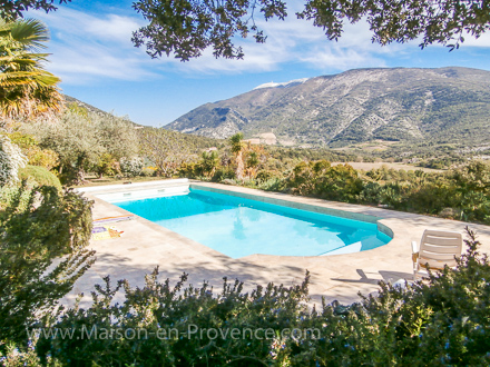 La Piscine De La Location De Vacances Villa à Mollans Sur Ouvèze ,Drôme