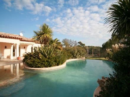villa piscine priv e avec jardin paysag les arcs var location de vacances n 656 par. Black Bedroom Furniture Sets. Home Design Ideas