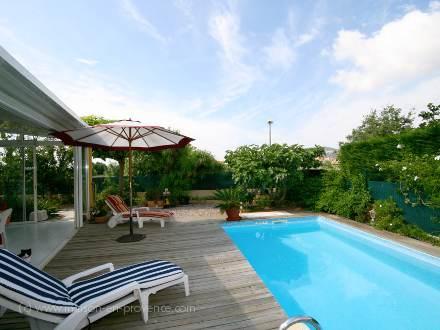 Villa piscine priv e proximit des plages hy res for Piscine hyeres