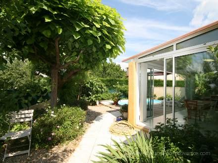 villa piscine priv e proximit des plages hy res var location de vacances n 666 par. Black Bedroom Furniture Sets. Home Design Ideas