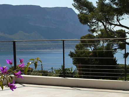 Villa piscine priv e avec une vue mer panoramique for Location vacances bouches du rhone piscine