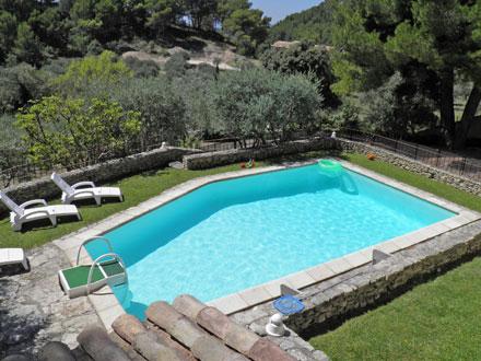 Villa piscine priv e dans le luberon fontaine de for Piscine miroir vaucluse