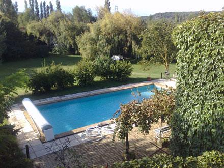 Holiday detached villa private pool near aix en provence for Piscine du rhone