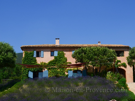 Provençal detached house in Vaugines