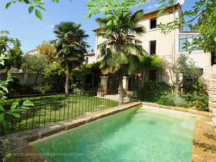 maison piscine priv e proche d 39 aix en provence la. Black Bedroom Furniture Sets. Home Design Ideas