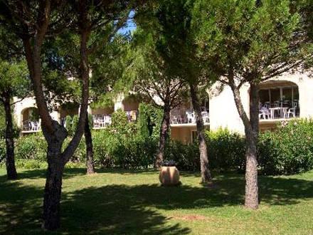 Appartement piscine dans le domaine du golf de pont for Location vacances bouches du rhone piscine