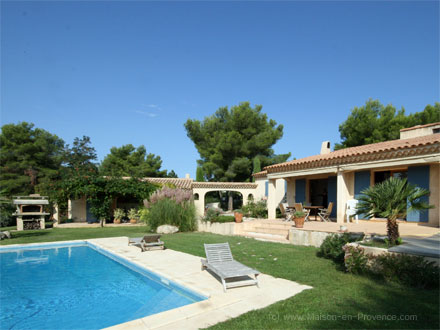 Holiday detached villa private pool residential area for Aix en provence location maison