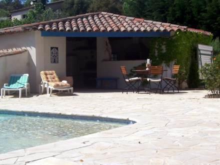 Villa piscine priv e au coeur de l 39 est rel les adrets for Cuisine d ete en pierre
