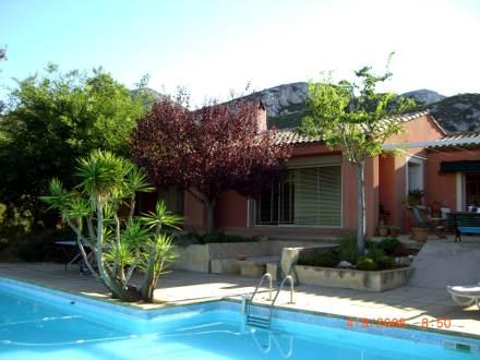 Villa piscine priv e g menos bouches du rh ne for Piscine de gemenos
