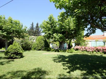 Mas piscine priv e aux portes du luberon l 39 isle sur la sorgue vaucluse location de - Le jardin du quai isle sur la sorgue ...
