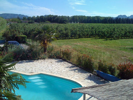 Villa piscine avec vue sur les alpilles moll g s for Location vacances bouches du rhone piscine