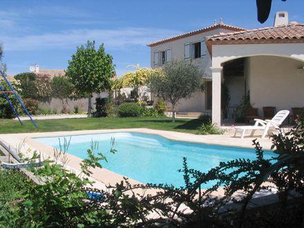 Villa piscine priv e villa avec piano et salle de jeu for Piscine privee montpellier